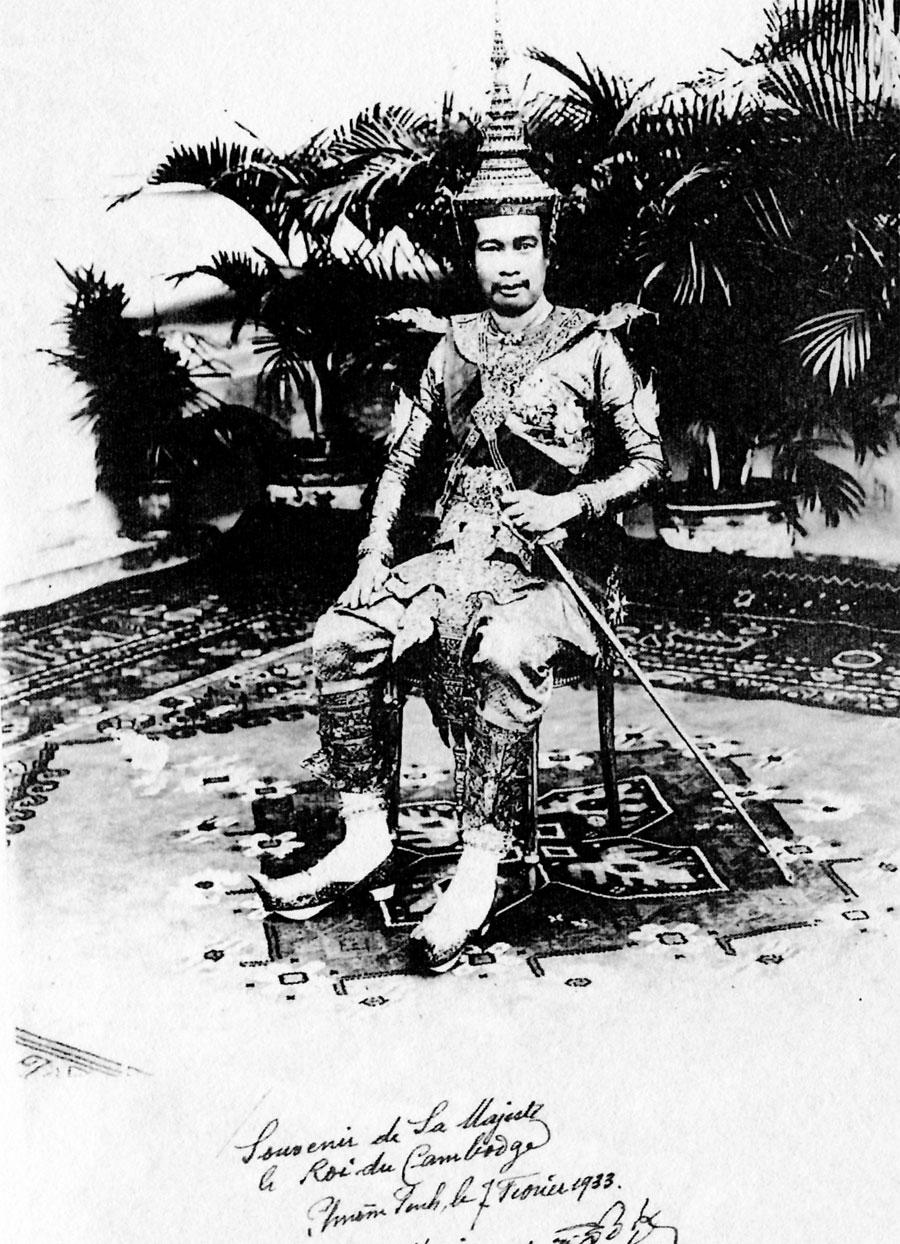 Photo dédicacée à Henri Maux par le roi Monivong 1933