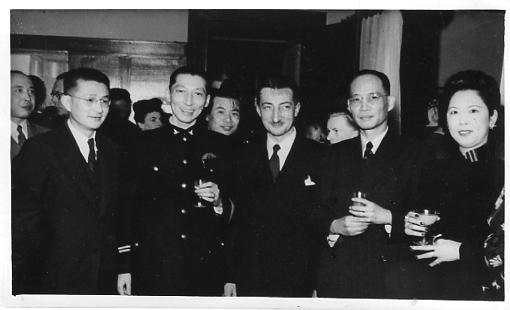 Henri Maux représente la France à la conférence ECAFE (Economic Commission for Asia and the Far East) de Bangkok en 1949.